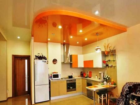 Лаковый потолок для кухни – красивый блеск и яркий акцент