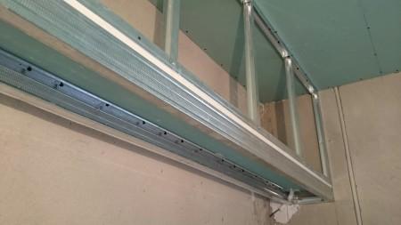 Фото монтажа гипсокартонного короба под двухуровневый потолок
