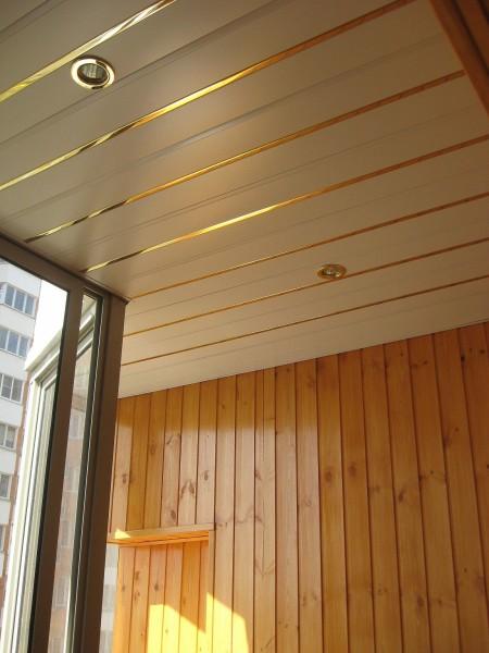 Пример отделки балкона вагонкой