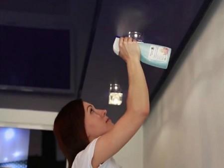 Как качественно отмыть натяжной потолок на кухне?