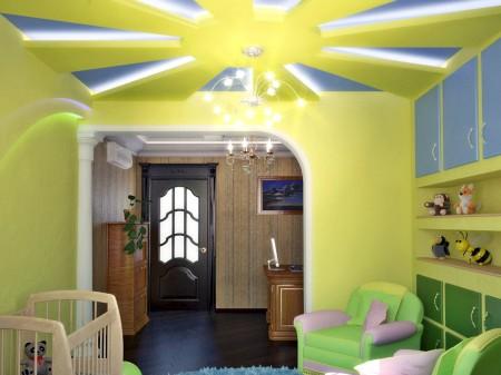 Яркий и красочный многоуровневый потолок для детской комнаты