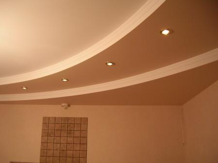 Пример готового гипсокартонного потолка