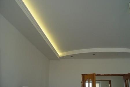 Один из вариантов готового потолка из гипсокартона