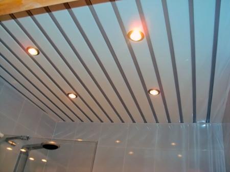 Потолок имеет эстетичный вид, высокие качественные параметры