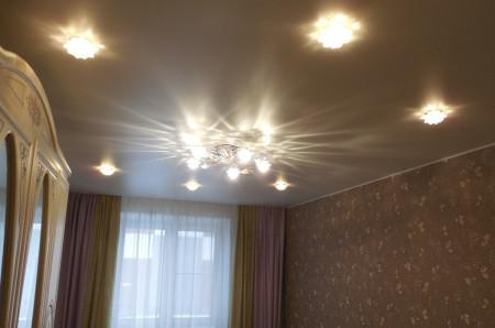 Размещение люстры на потолке
