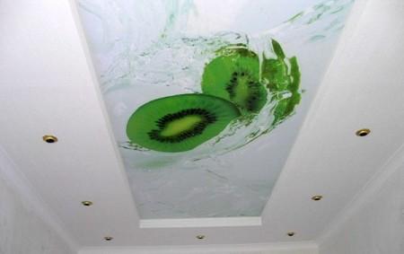 Белый рамочный натяжной потолок с напечатанным фото