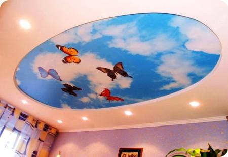 Нежные бабочки – это хорошая идея для оформления потолочного покрытия в комнате для девочки