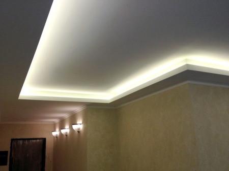 Двухуровневый потолок с осветительной лентой