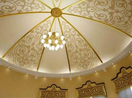 Декоративные элементы, уходящие куполом и эксклюзивное натяжное полотно