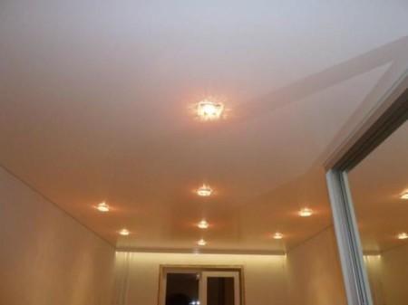 Простейший вариант потолка со светильниками