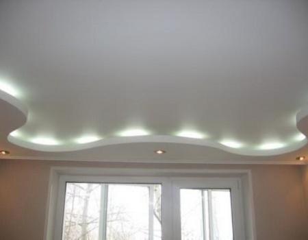 Двухуровневый гипсокартонный потолок с подсветкой
