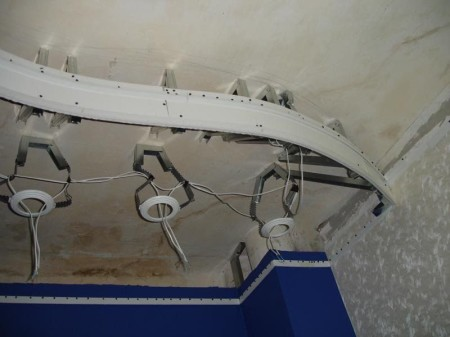 Установка опорных колец под ванный натяжной потолок