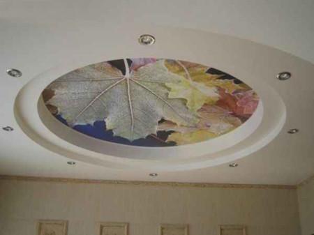 Фото матового потолка с принтом