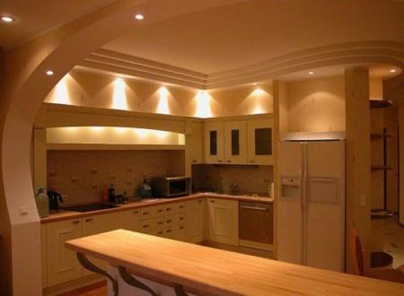 Фото кухни, в которой конструкторские формы плавно переходят стены