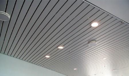 Потолок из алюминиевой рейки
