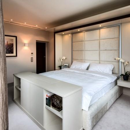 Декоративный интерьер в спальне