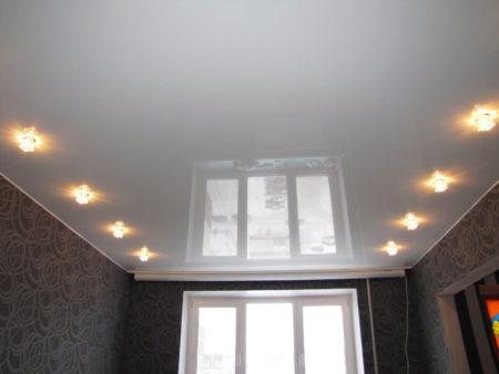 Пример организации освещения натяжной конструкции