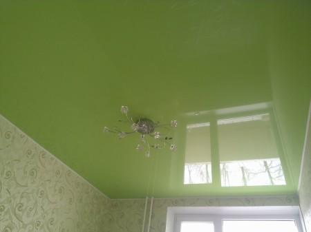 Потолок из натяжного покрытия – современное решение