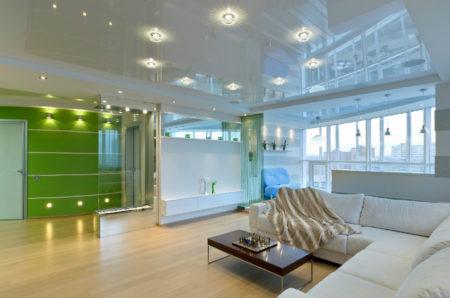 Привлекательный дизайн комнаты с помощью натяжного потолка