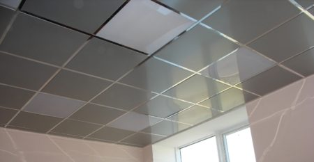 Фото кассетного потолка открытого типа на кухне
