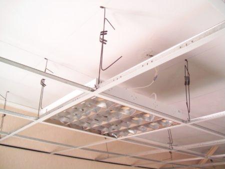 Установка подвеса на потолок
