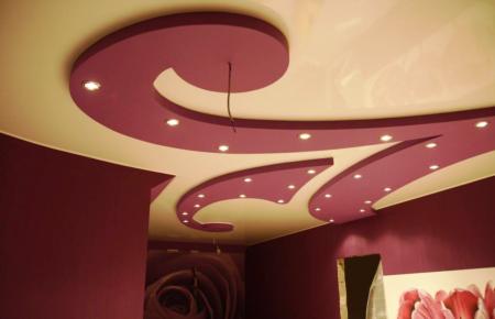 Яркие краски на потолке захватывают дух