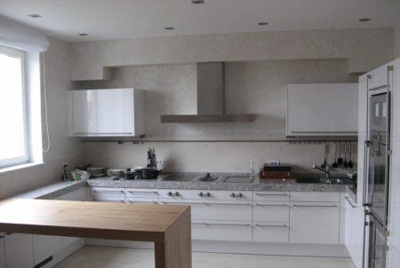 Минимализм в кухонной зоне