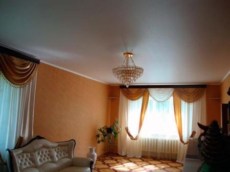 Сатиновый потолок в классическом стиле, фото