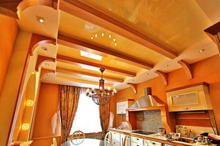 Светлая глянцевая древесина – блеск и изысканность