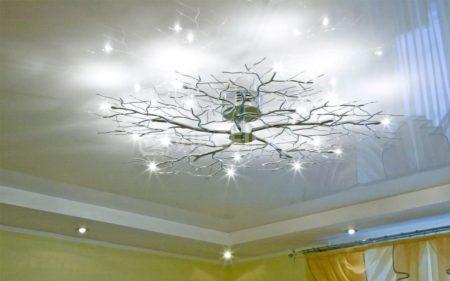 Люстра для потолка с глянцевой поверхностью