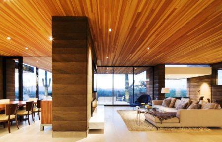 Потолочное покрытие под дерево разных оттенков – отличное дизайнерское решение