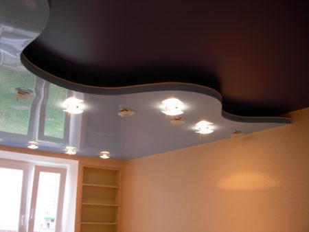 Комбинирование нескольких типов полотен для подвесного потолка