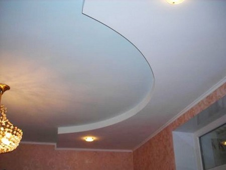 Гипсокартон для ступени на потолок можно вырезать по любому шаблону