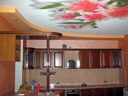 Сложная конструкция на кухне