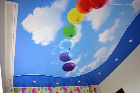 Дизайн потолочного покрытия для детской