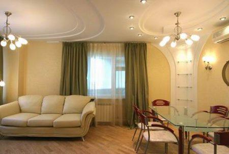 Фото показывает, как можно зонировать пространство в гостиной-столовой
