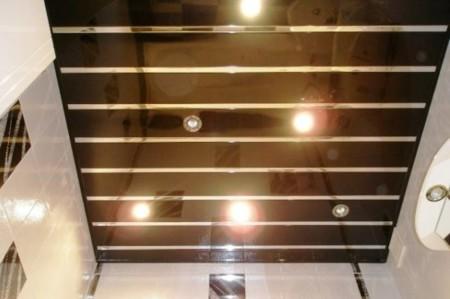 Один из вариантов дизайна потолка из алюминиевых реек
