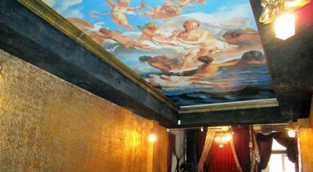 Фрески – уникальные элементы декора для потолочного покрытия, доступные лишь знатным и богатым владельцам
