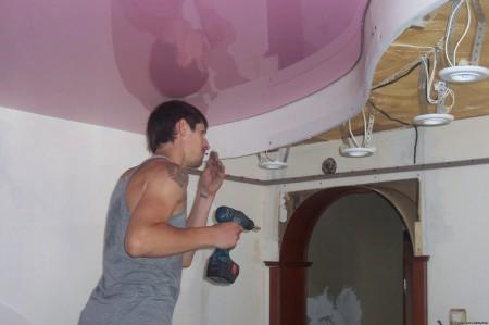Монтаж багетов и профилей на натяжной потолок
