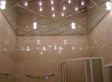 В квартирах зеркальный потолок обычно обустраивают в ванной