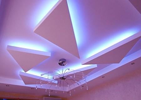 Фигуры под потолком могут быть в разном количестве и иметь любые формы