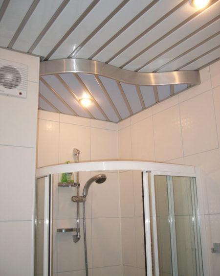 Панельная отделка в ванной