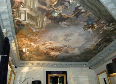 Роскошный тканевый натяжной потолок с фотопечатью в виде картины