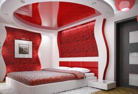 Интерьер спальни с глянцевой поверхностью красного цвета