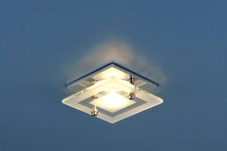 Красивый элемент для освещения комнаты данного типа – это интересное дизайнерское решение