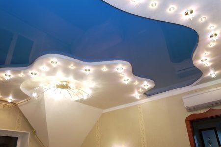 Красивый вариант потолка для кухни или иной комнаты
