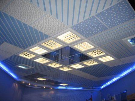Сочетание разных модулей и растровых светильников