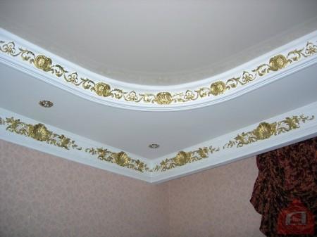 Дизайн зала с применением лепнины
