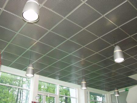 Фото кассетного потолка на кухне