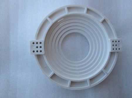 Круглая универсальная закладка для светильника на потолок разного диаметра, регулируется он за счет колец